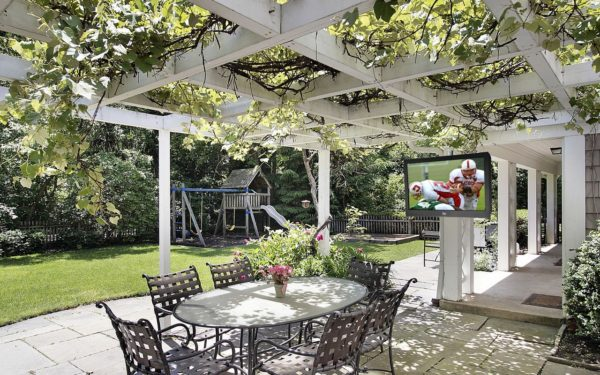 Beautiful outdoor patio area using large pavers by Sutherland Landscape