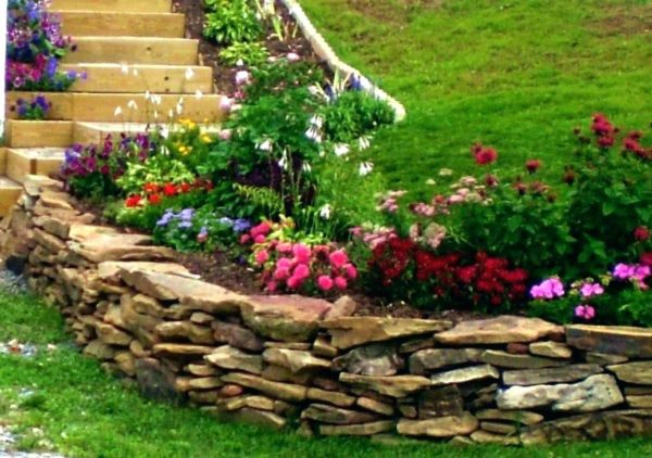 Rock wall garden areas in Northern California by Sutherland Landscape